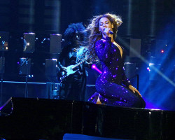 VIDEO: Beyonce In London 'The Mrs Carter Show' 2013