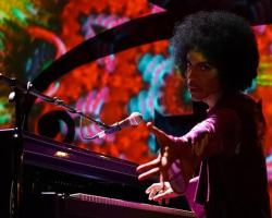 NEWS: Prince Plays 'Purple Rain' & 'Kiss' LIVE on Piano, Covers Ray Charles & David Bowie